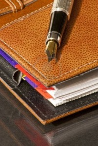 Fountain-pen-on-a-leather-agenda